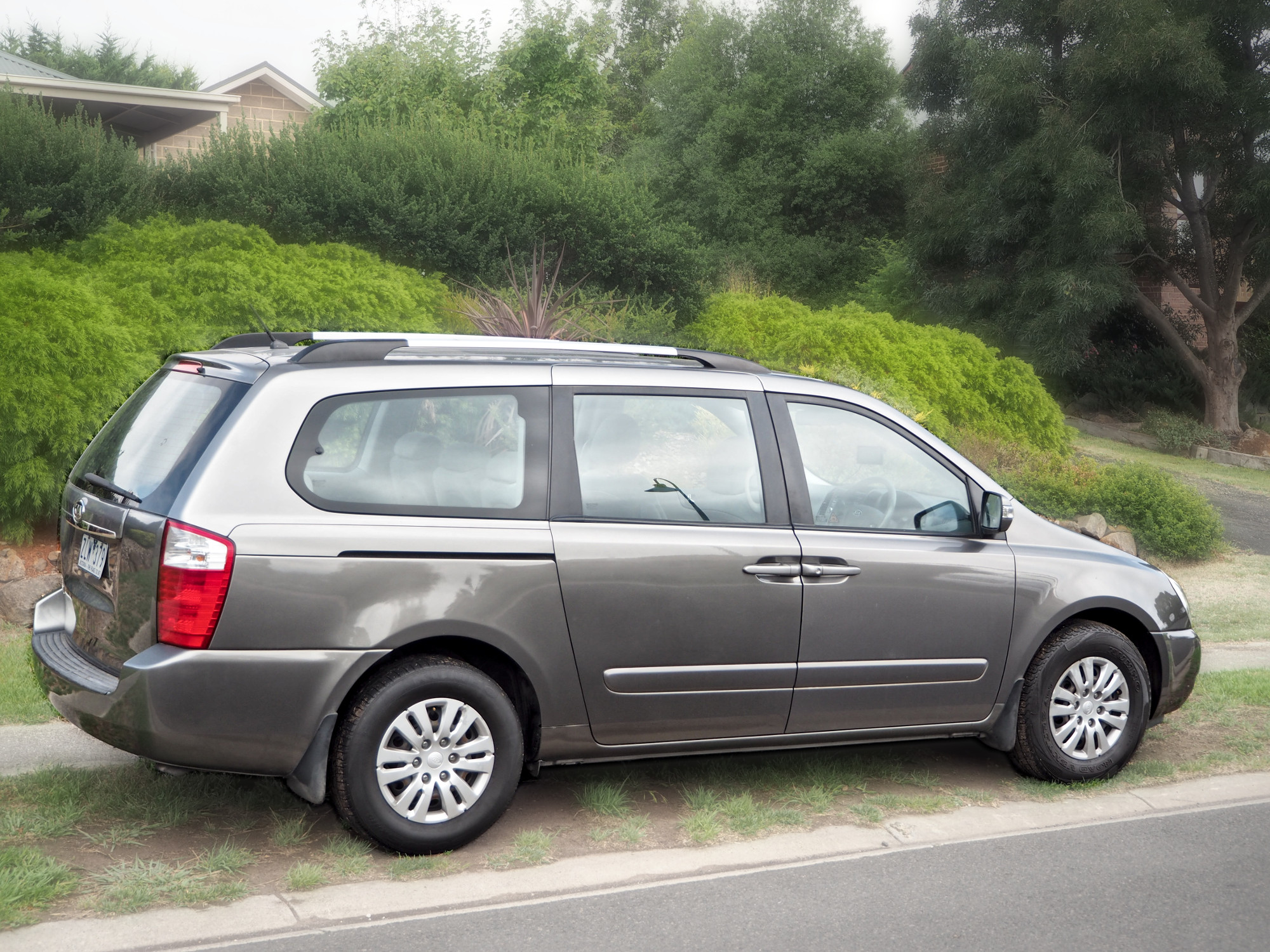 Picture of Ricardo's 2010 Kia Grand Carnival